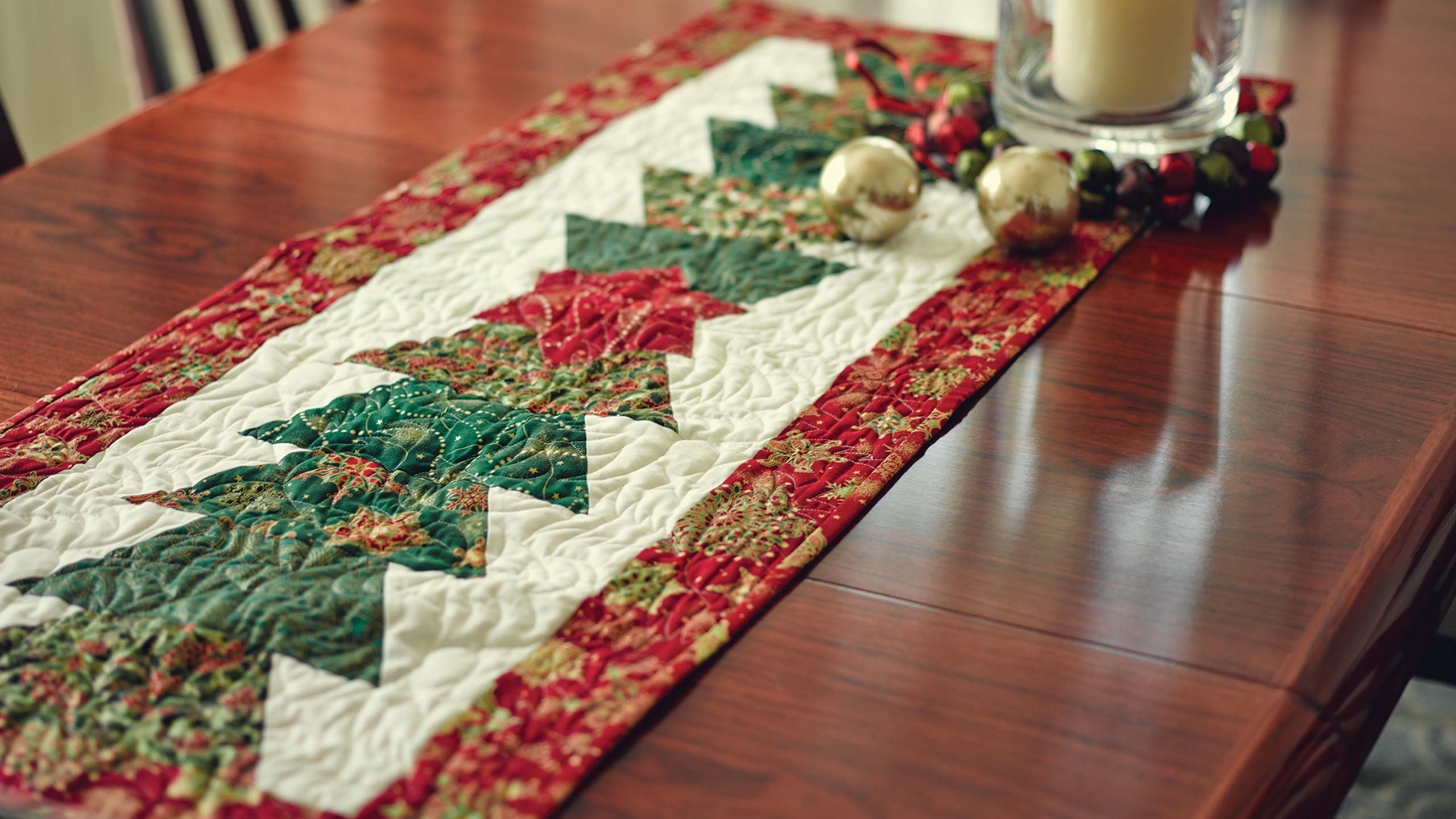 christmas table runner using the half hex ruler quilting tutorials. Black Bedroom Furniture Sets. Home Design Ideas